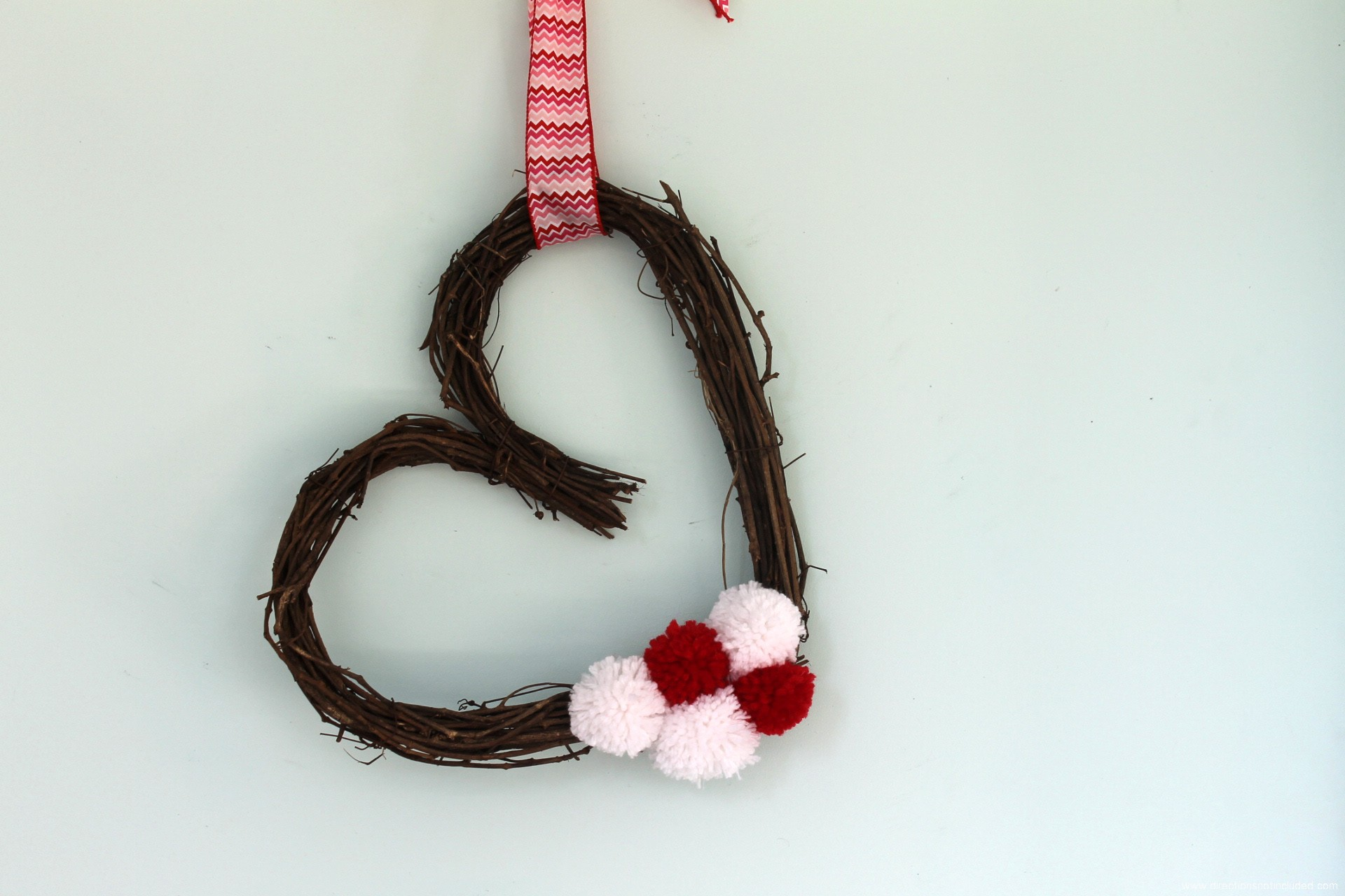 Simple_Valentines_Day_Wreath_3